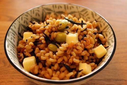腸活レシピ3枝豆とひじきのもち麦ごはん